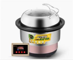 蒸汽火鍋設備还厨师一个干净整洁的厨房